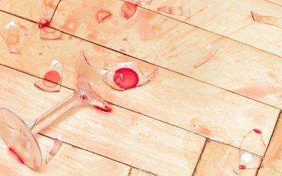 Eerste hulp bij wijnvlekken op uw parket